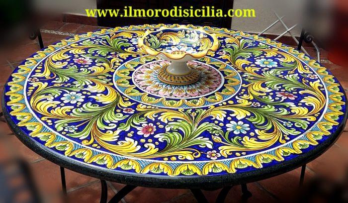 Tavoli Da Giardino Ceramica Caltagirone.Tavolo In Pietra Lavica Ceramizzato Decorato A Mano Da Maestri